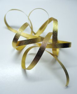 gold ribbon: none