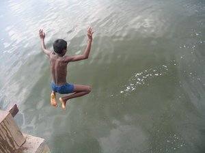 A summer dive 2: Kids diving to a lake