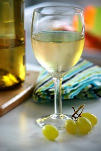 White Wine & Grapes