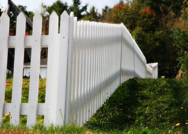 White Fence: Random picket fence in New Hampshire