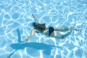 Girls Swimming Underwater 1: my friends at the pool