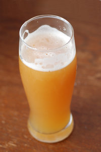 Wheat-germs in the growler 2: Misty beer with foam
