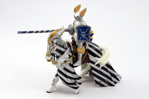 Knight champion spearman 3: Plastic model of medieval cavalery knight in tournier armour