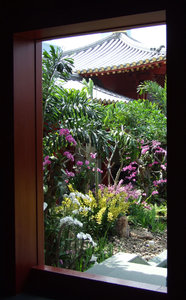 framed Chinese garden: door framed Chinese temple rooftop garden in Singapore
