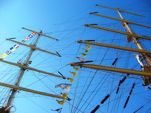 Masts 1: Masts and boats form tall ships in the port of a coruña