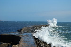 Lighthouse & tidal power 2: Lighthouse & tidal power in Vila do Conde (Portugal)