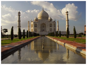 Taj Mahal, late afternoon ligh: Beautiful monument built by Sah Jahan as a tumb of his preferred wife in Agra, India.