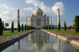 Taj Mahal, noontime sunshine: Taj Mahal in noontime sunshine (cold, blue colours).