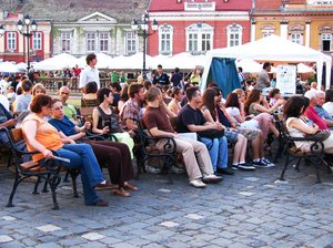 audience: central park in Timisoara