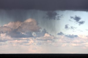 Oceanic rain 1: Rain in the horizon