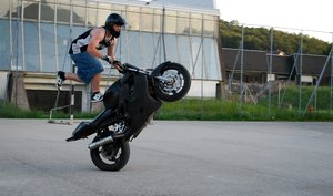 Biker stunt: Biker stunter