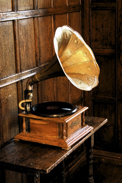 Grunge gramophone: An old gramophone (with an ink outline filter) in a house in Somerset, England.