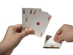 Atas Melarikan Diri berbunga Ketukan Jebol Konstan dalam Poker Online