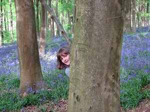 Peek a boo: Girl hiding
