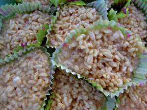 ricebubbles cup cakes: white rice-crackle cup cakes