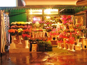 flower shop: non stop flower shop in Bucharest (December 2010)