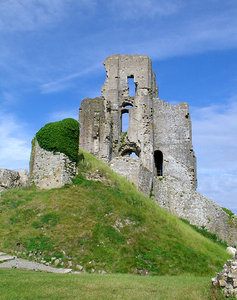 corfe castle: now a ruin of the once grand castle built by the normans to protect the isle of purbeck from invasion