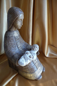 Nativity scene: Mother and child - soft gold background
