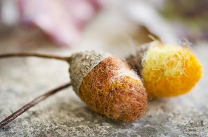 Little felted acorns: Little felted acorns