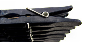 blue-black clothes pegs1