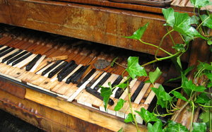 Piano in Decay