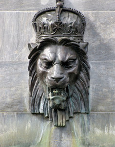 dried up regal fountain: disused sculpted royal lion's head memorial fountain