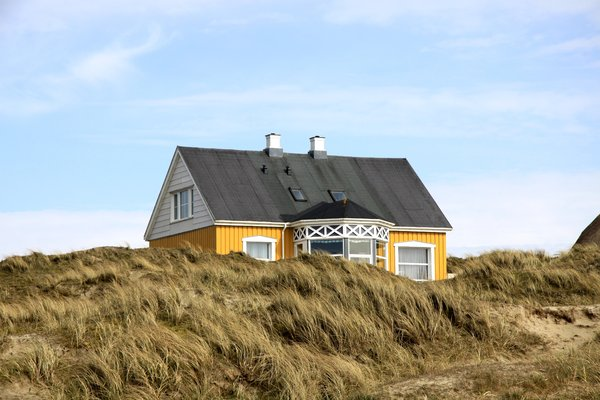 Yellow house: Yellow house on a dune