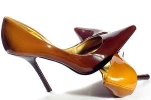 Brown High heels: Womens shoes in patent leathers with high heel.