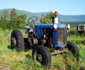 blue tractor: no description