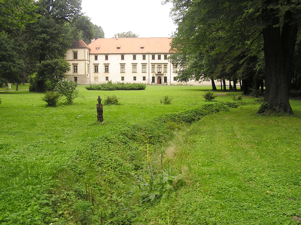 Castle in Sucha Beskidzka: Renaissance castle wit the gardens.