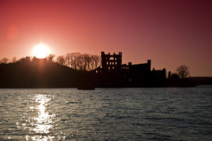 Bannermans' Castle: Bannerman's Castle on Pollepel Island on the Hudson River in New York State.