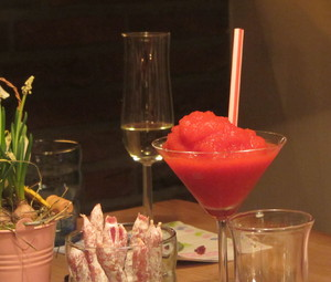 Frozen Daiquiri: Frozen strawberry daiquiri with snacks