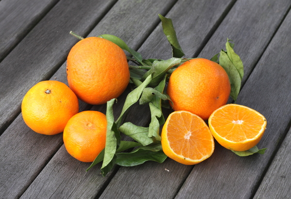 Tangerines: Tangerines on a wooden Table