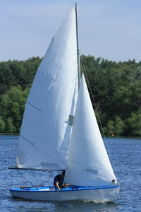 Sailing dinghy: Sailing dinghy