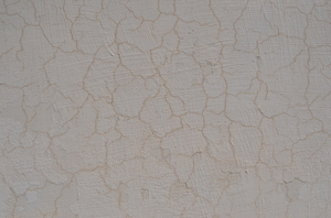 Crackling wall paint