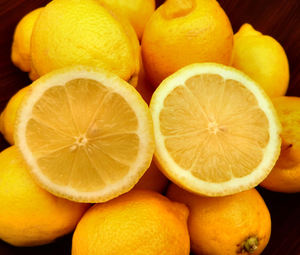 bowl of lemons4: bowl with quantity of lemons - cut lemons