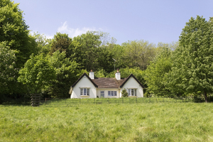 Rural cottage: A rural cottage in Buckinghamshire, England.