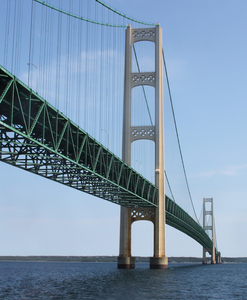 Mackinaw bridge: The Mackinaw suspension bridge,lake Michigan/Lake Huron in Michigan, USA