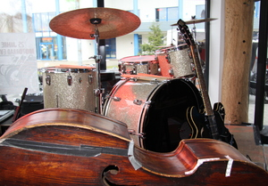 Music instruments: Equipment of a three men band at a performance
