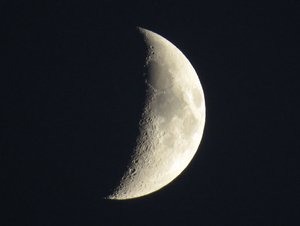 Half moon zoom: Half moon shot with a canon sx50 at full zoom 1200mm