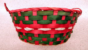 Christmas basket7: cane food basket in Christmas colors