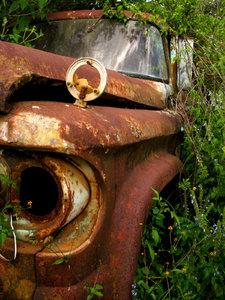 Rusted truck: An abandoned, rusty old truck