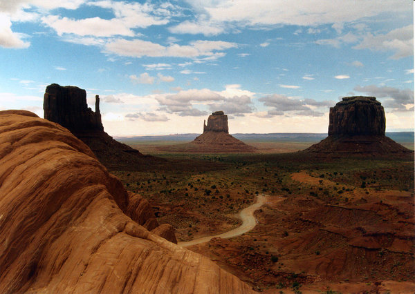 monument valley 3: landscape of monument valley