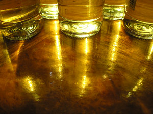 Beer Bottle: Golden bottes of beer with reflection