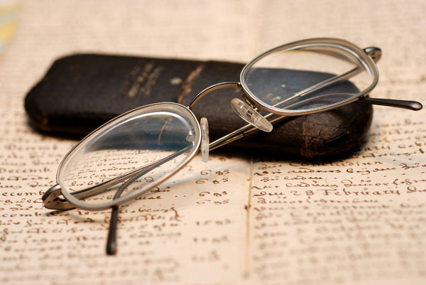 Spectacles 5: Correction lenses on old german handwriting