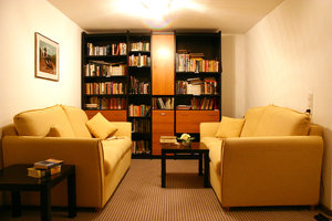 library: hotel library