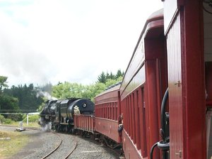 Steam Train: the train goes around a curve