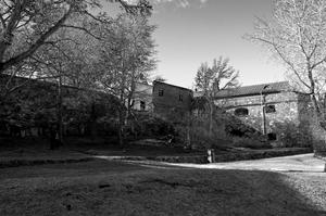 Yardview: Black and white image of a yard at the Suomenlinna bastion in Helsinki, Finland.