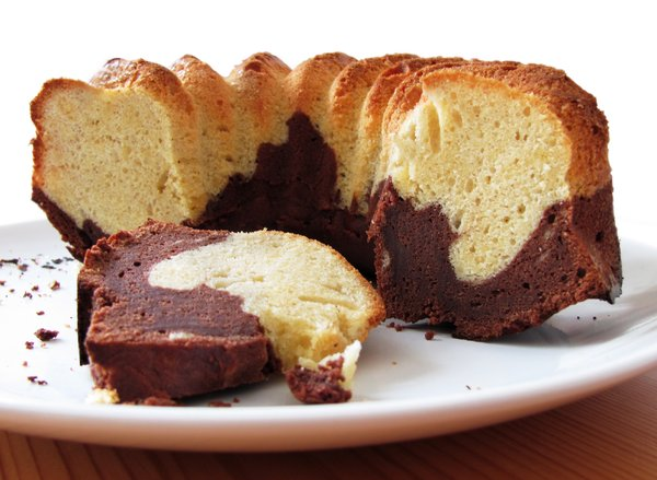 Marble cake 2: sliced marble cake on plate