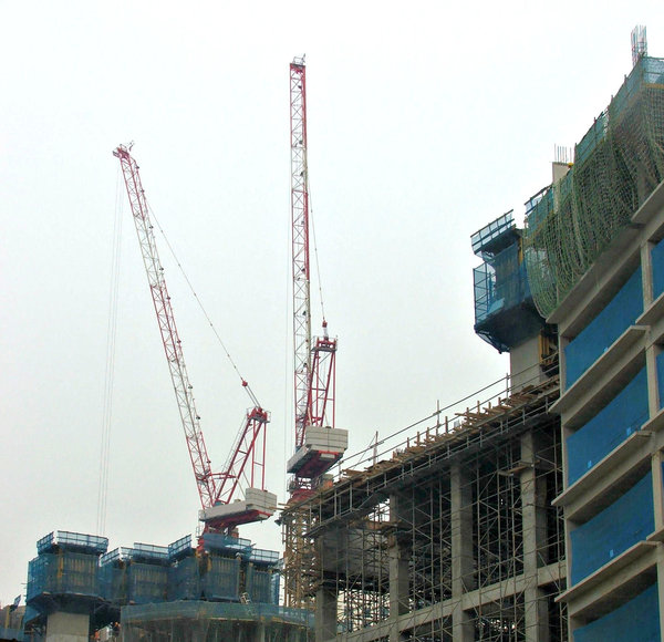 construction cranes: cranes active on construction sites